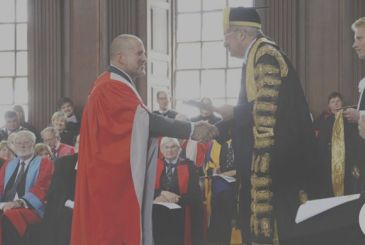 Jony Ive receives an honorary degree from the University of Cambridge