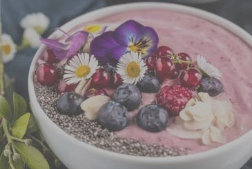 Smoothie bowl with raspberries