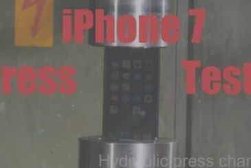 IPhone 7 subjected to the test of the hydraulic press
