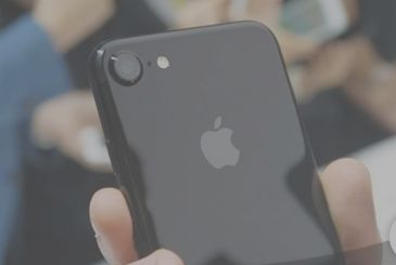 """The sales of the iPhone should """"explode"""" in 2017"""