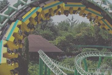 Virtual reality to an amusement park rises to the edge of the roller coaster