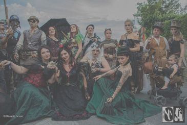 The shadows of Art: cosplay, gothic, horror, and steampunk [Interview]