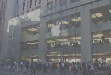 Evacuated the Apple Store in Sydney for a bomb alert