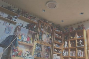 Here's the room that every nerd would like to have, but it's just a diorama