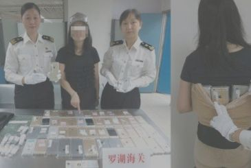 China, woman stop with 120 iPhone attached to the body!