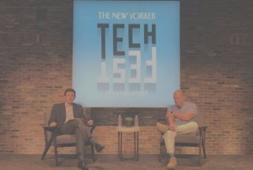 Jony Ive at the TechFest 2017 between iPhone X and Steve Jobs