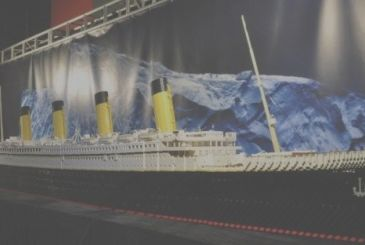 Lego: the two brothers sink the Titanic