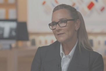 """Angela Ahrendts: """"Each client has his own needs, not everyone is an iPhone X"""""""