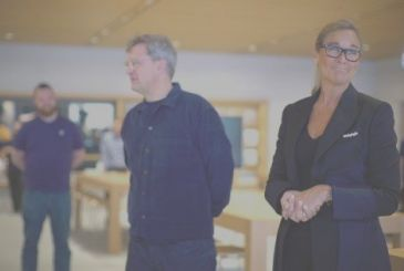 Angela Ahrendts talks about his early days in Apple