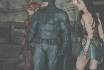 Justice League: a stunt of the film supports the petition for the Director's Cut of Zack Snyder