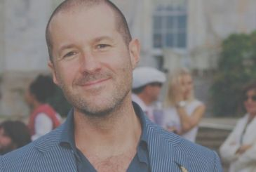 Jony Ive takes control of the design team of Apple