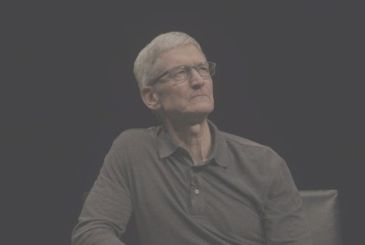 Surprise visit from Tim Cook in an Apple Store Toronto