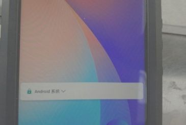 """Huawei P20 is shown in a photo leaked confirming the """"notch"""" in the style of iPhone X"""