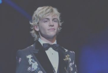 Sabrina Vita da Strega: Ross Lynch will be the boyfriend of the main character in the new tv series