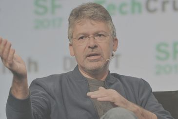 Apple fishing in the house of Google to improve Siri: hired John Giannandrea