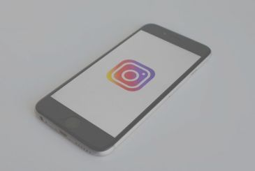 Instagram enables in-app purchases