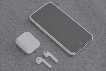 Soon we will be able to recharge the iPhone with the case of the AirPods | Rumor