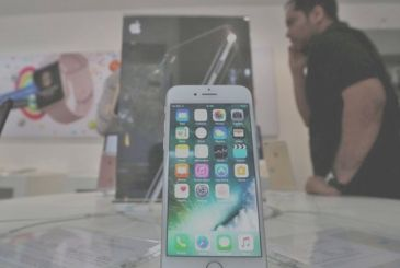 The indian government suspends sales of iPhone in India