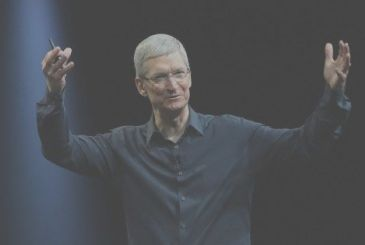 "A thousand billion dollars, Tim Cook thanked the employees: ""But this is not the measure of our success"""