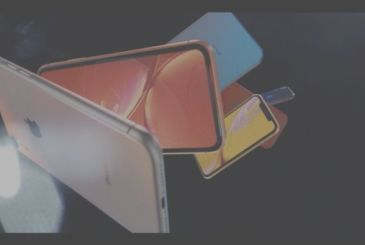 """Apple presents iPhone Xr: """"economic"""", colored and with display Liquid LCD"""