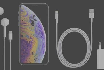 The iPhone Xs iPhone and Xr: we discover the contents of the packs