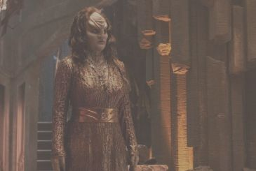 "Star Trek: Discovery – the ""new"" Klingons and the first photos of Rebecca Romijn"