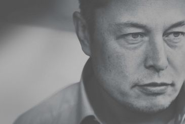 "Elon Musk: ""Apple does not surprise anyone any more"""