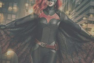 Arrowverse: the new image of Batwoman, details about his double identity