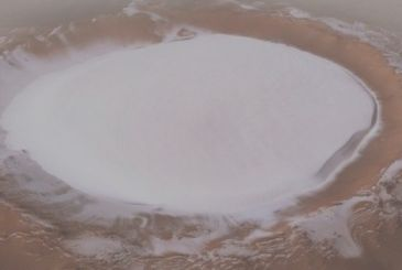Mars: first images of a crater filled with ice