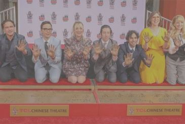 The Big Bang Theory: the cast leave fingerprints on the Walk of Fame and salutes the set