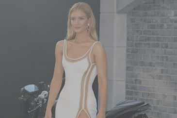 Rosie Huntington-Whiteley dazzles with a high slit
